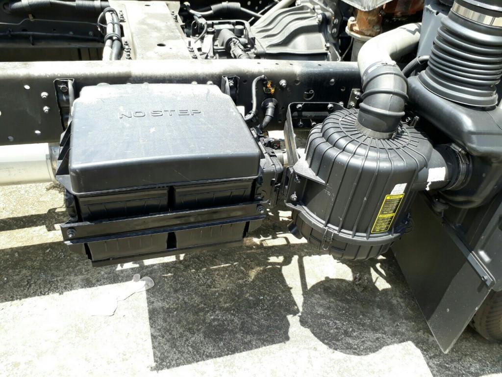 ắc quyXe Tải Hyundai HD99 6.5 Tấn Thùng Mui bạt