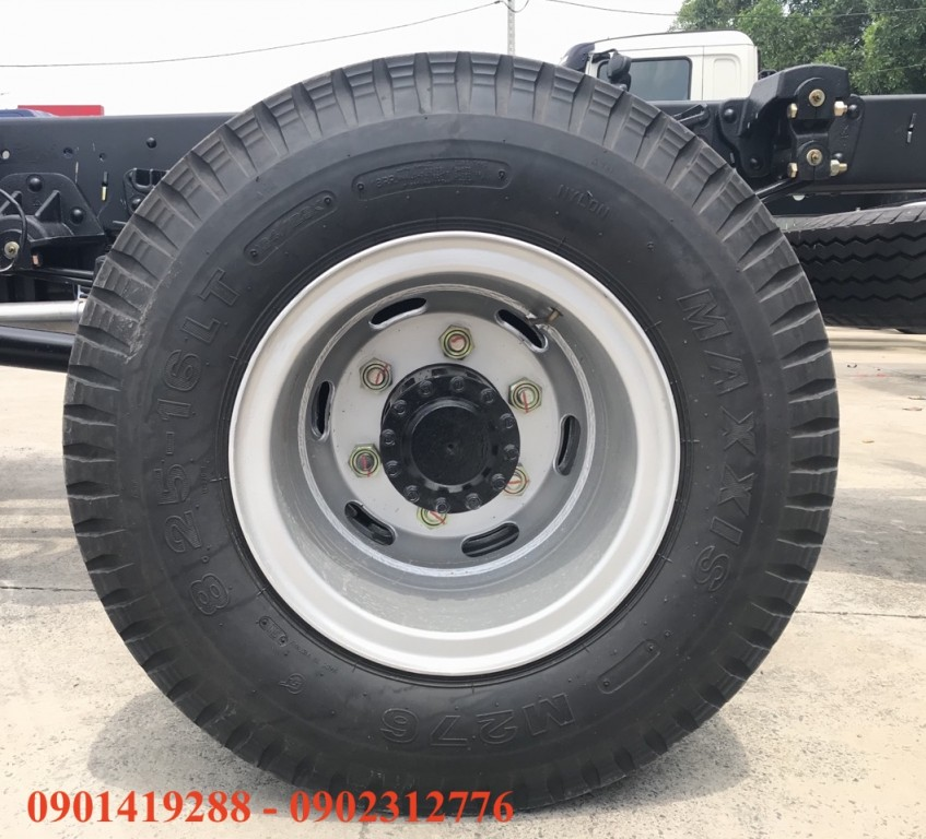 vo-xe-maxxis-8.25r16